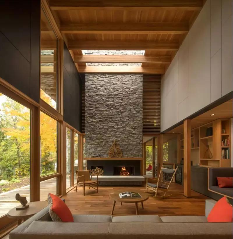 并且从建筑外观到室内在设计都上以线条简洁的现代风格为主.