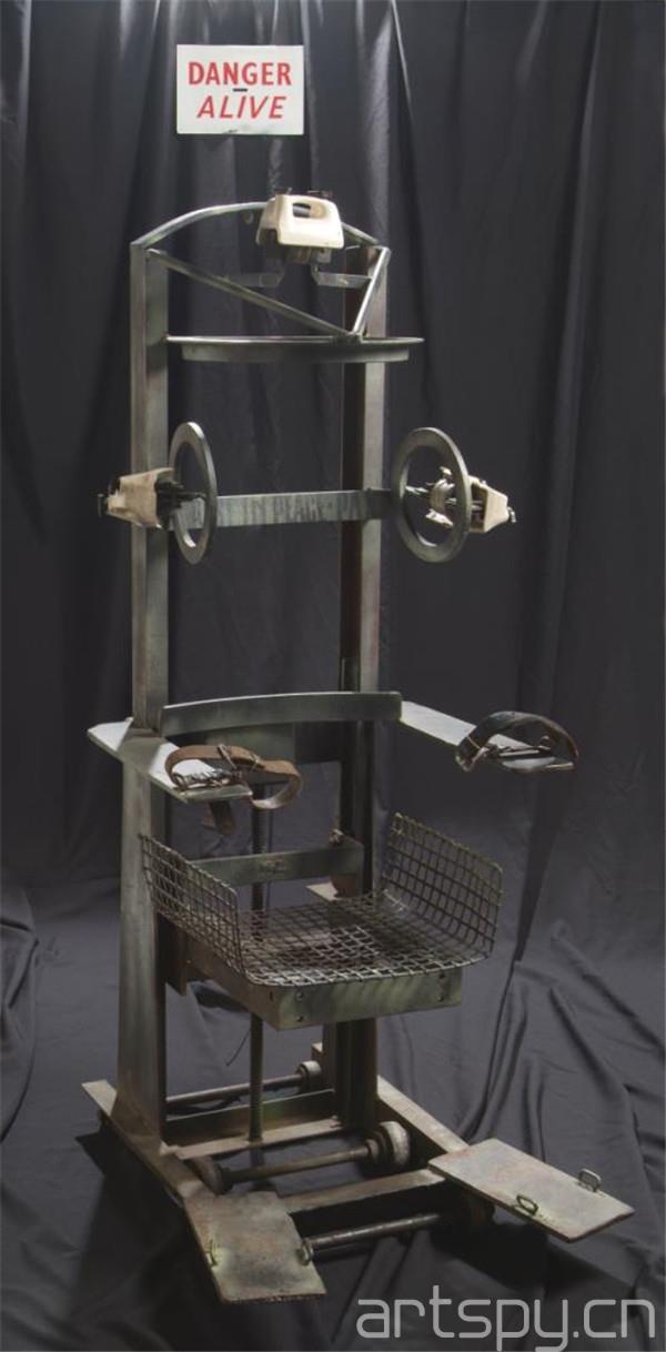 La Silla el^ectrica 《电椅》材质 钢铁.jpg