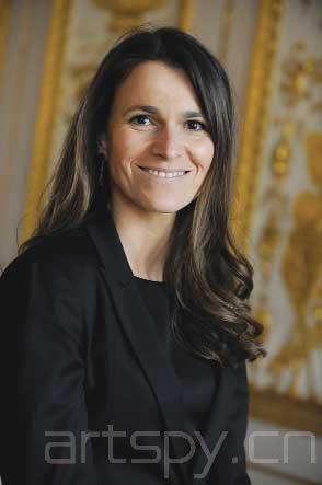 奥雷debi_法国新任文化部长奥雷莉·菲莉佩蒂(aurélie filippetti),她是一位