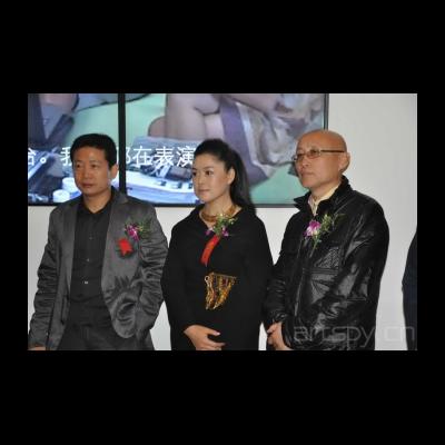 今日美术馆馆长张子康艺术家崔岫闻策展人俞可在开幕式上DSC_0263