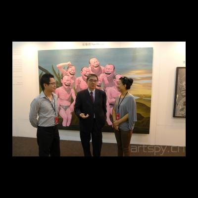 马来西亚艺术博览会执行总监沈宝仁先生,新加坡驻马来西亚大使Mr.Ong-Keng-Yong同今日美术