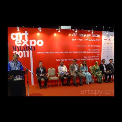 马来西亚艺术博览会主席沈哲初先生主持vip晚宴开幕-讲话(左起沈哲初先生,马艺博执行总监沈宝仁先生