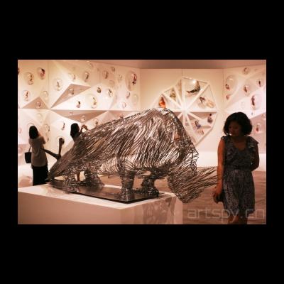 李晖《被俘的犀牛》