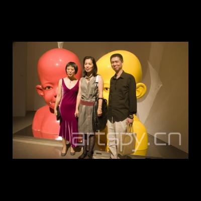 左二 艺术家 姜杰