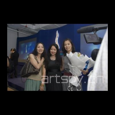左一 艺术家 向京 左三 艺术家姜杰