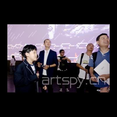 左二 艺术家冯梦波