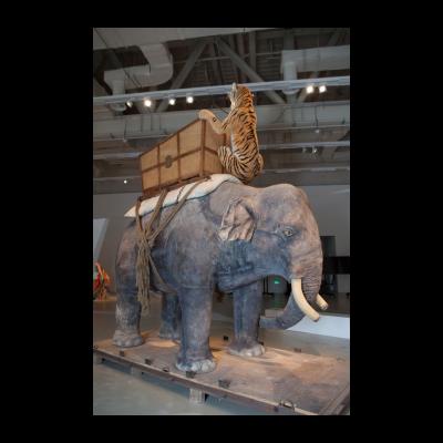 黄永砯《乔治五世的恶梦》综合涂料 244×356×168cm 2002