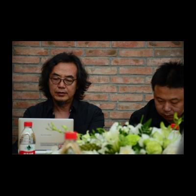 未来馆发起人之一隋建国与策展人苏磊(右)