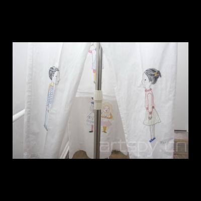 样板间展示的是制作的材料来自一位裁缝制作的服装和其他布艺制品,